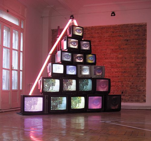 ce64e9b9ff281dc641bc06cd853a604b--tv-installation-art-installations